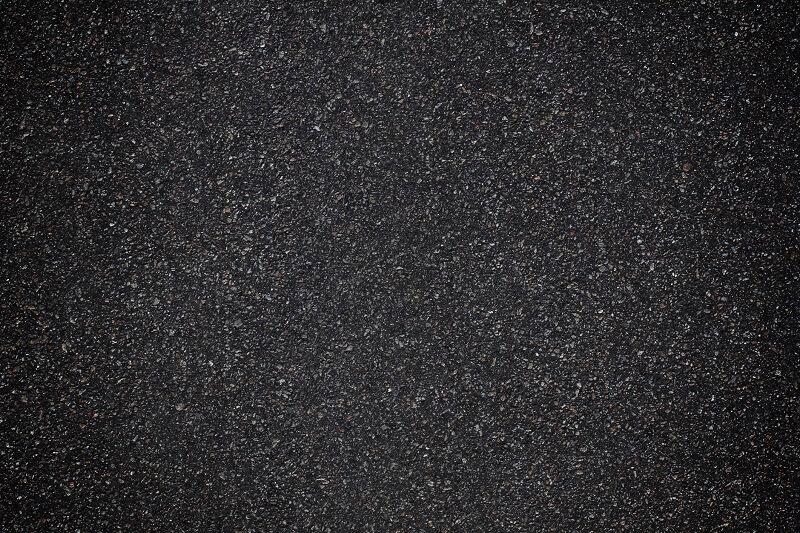 Jakie zalety ma modyfikowanie asfaltu gumą ze zużytych opon?
